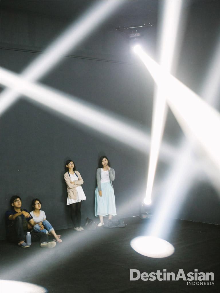 Instalasi Vertical Surround buatan Sigmasix & Mimetic dalam pameran kontemporer Wonder of Fantasy di Museum of Fine Arts.