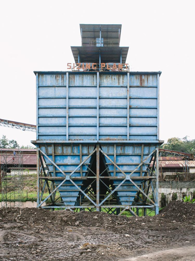 Salah satu bangunan pengolahan batu bara yang ditinggalkan para penambang.