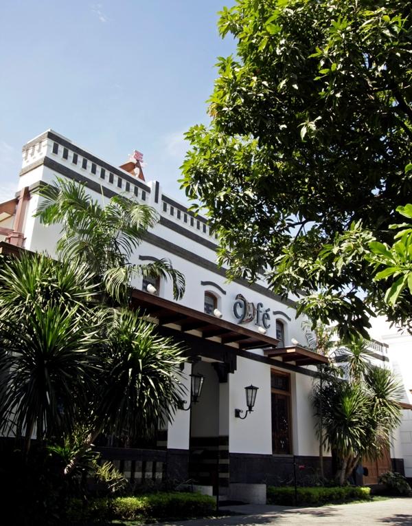 Kafe di House of Sampoerna, museum yang menceritakan sejarah Sampoerna dan menawarkan tur sejarah di Surabaya.