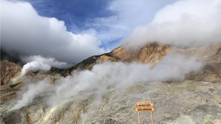Indonesia dianugerahi lebih dari 500 gunung dan beberapa diantaranya cukup mudah ditaklukkan.