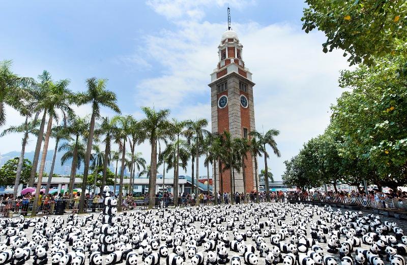 Clock Tower juga menjadi salah satu tempat persinggahan panda-panda kreasi Paulo Grangeon.