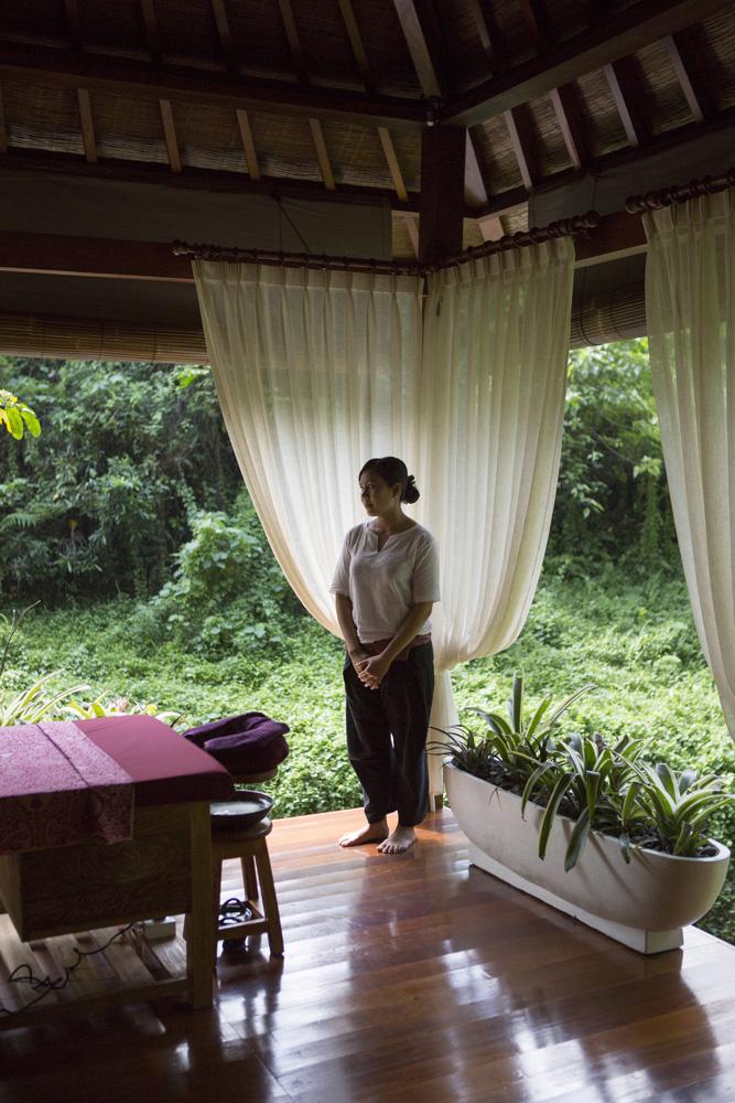 Tamu bisa bersentuhan langsung dengan alam di Ayusha Wellness.