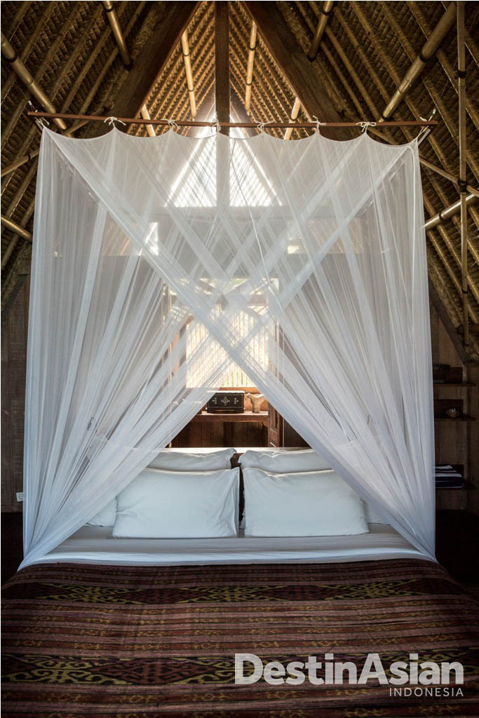 Tempat tidur dengan gaya tradisional.