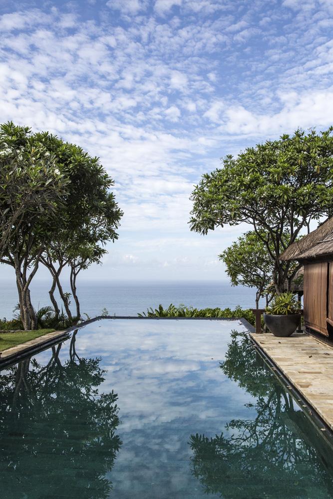 Kolam renang privat di Bulgari Bali yang menggoda.