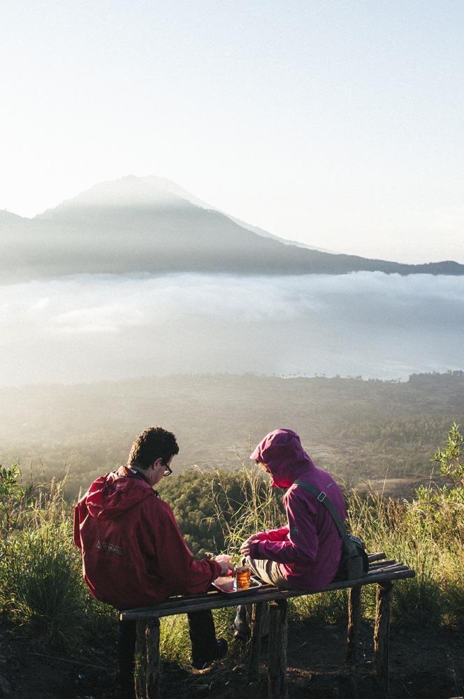 Menikmati sarapan dengan pemandangan yang spektakuler.