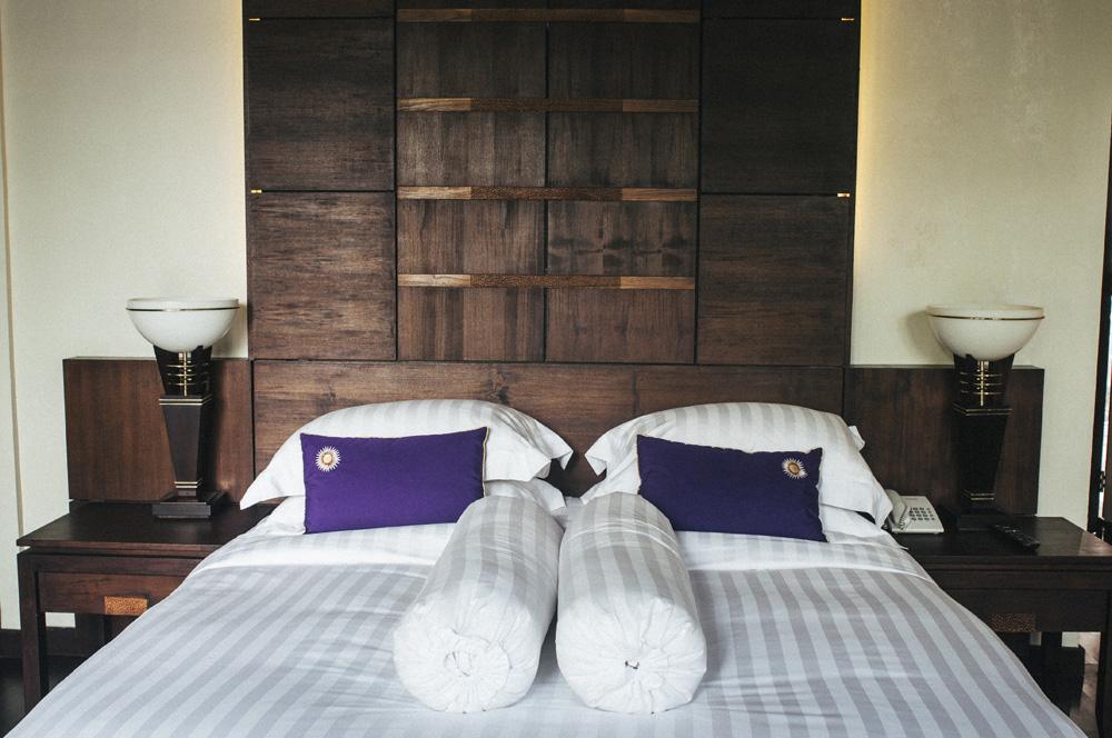 Suasana di kamar Hotel The Ayu Kintamani dengan sentuhan etnik.
