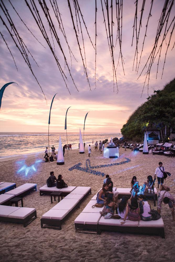 Suasana senja di Karma Beach Bali.