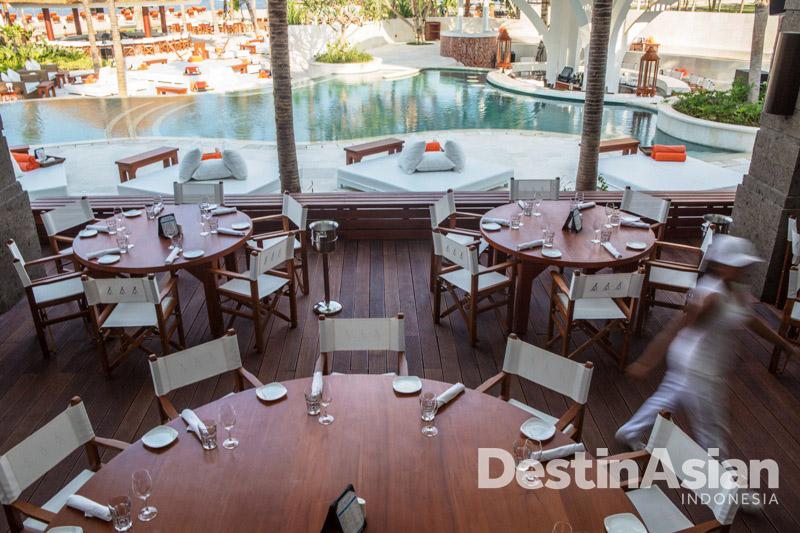 Selain tempat pesta, tersedia juga ruang makan dengan menu-menu impresif.