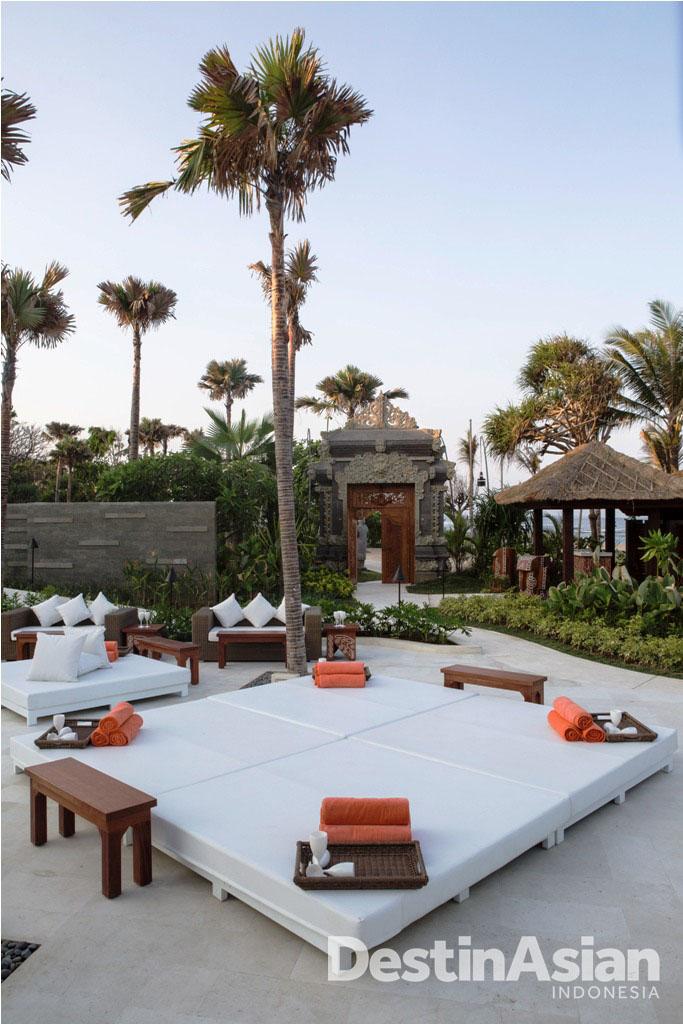 Desainnya menggabungkan gaya khas Nikki Beach dengan sentuhan tradisional Bali.
