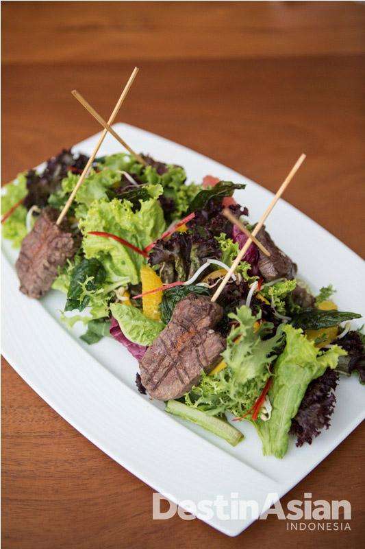Selada daging, salah satu hidangan yang memanjakan lidah.
