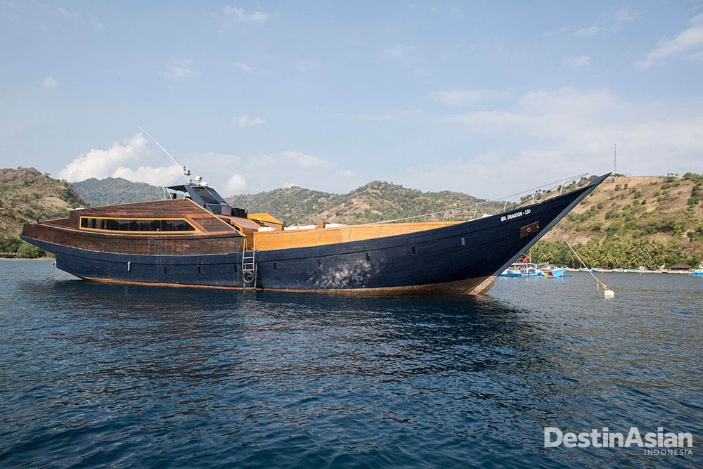 Bentuk kapal Dragoon130. Mengawinkan desain modern dan tradisional.