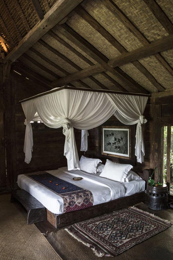 Tempat tidur di Hotel Bambu Indah milik mantan pengusaha dan desainer perhiasan perak, John Hardy.