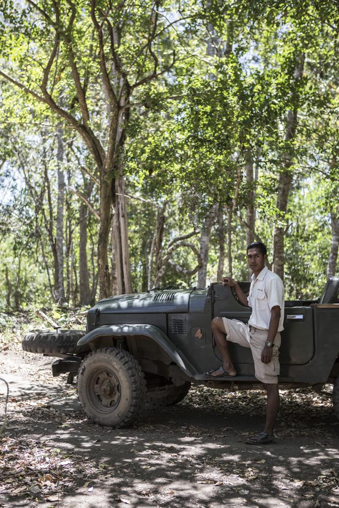 Muhtar, sopir dari Amanwana Resort yang siap mengantar tamu ke Air Terjun Mata Jitu.