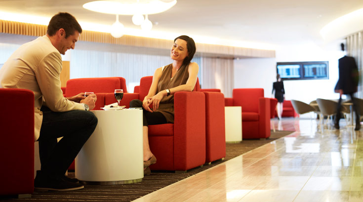 Kini penumpang kelas bisnis bisa merasakan layanan first class di lounge Qantas.
