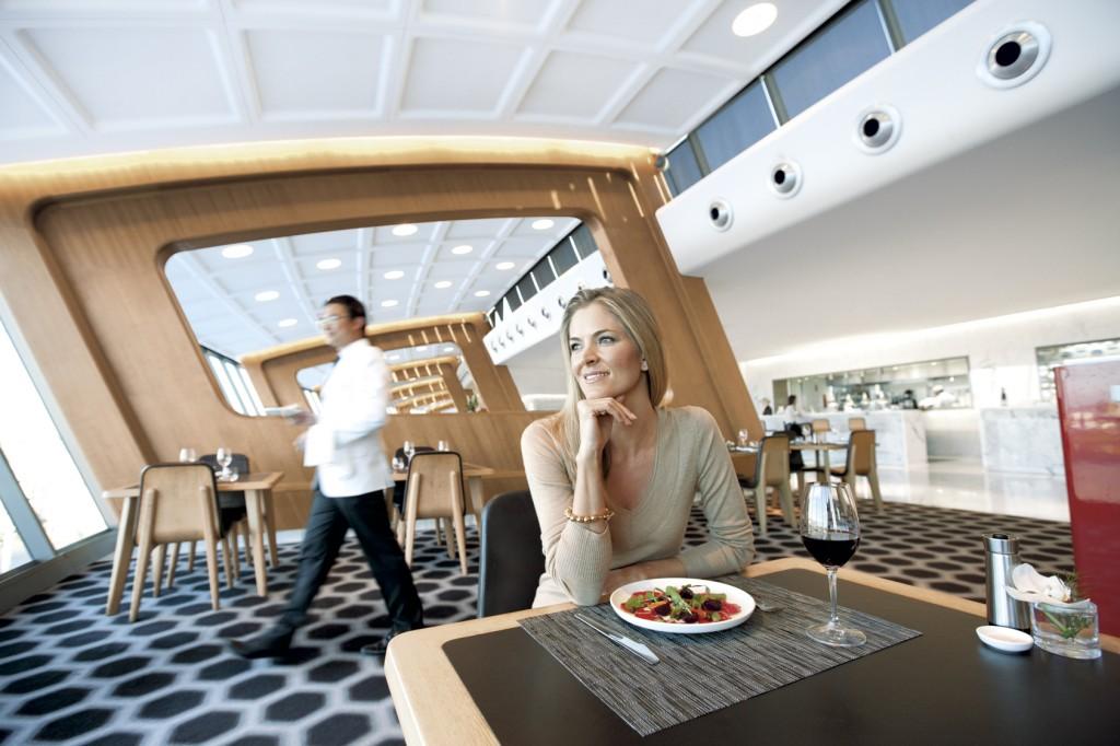 First class lounge Qantas di Bandara Sydney.