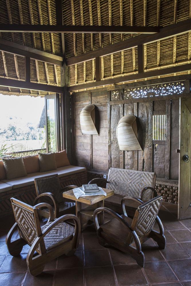 Interior Bali Asli masih menggunakan furnitur lawas.
