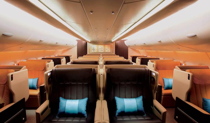 Selain akomodasi suite, first class, dan kelas ekonomi, kabin kelas bisnis tersedia dalam penerbangan ini.