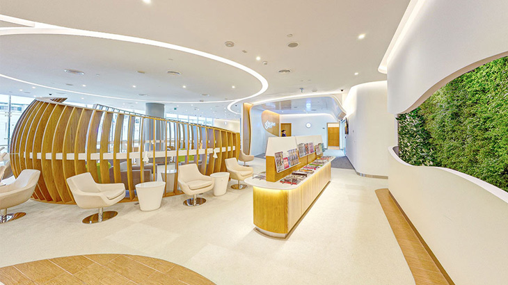 Desain interiornya mirip dengan lounge SkyTeam di Hong Kong.