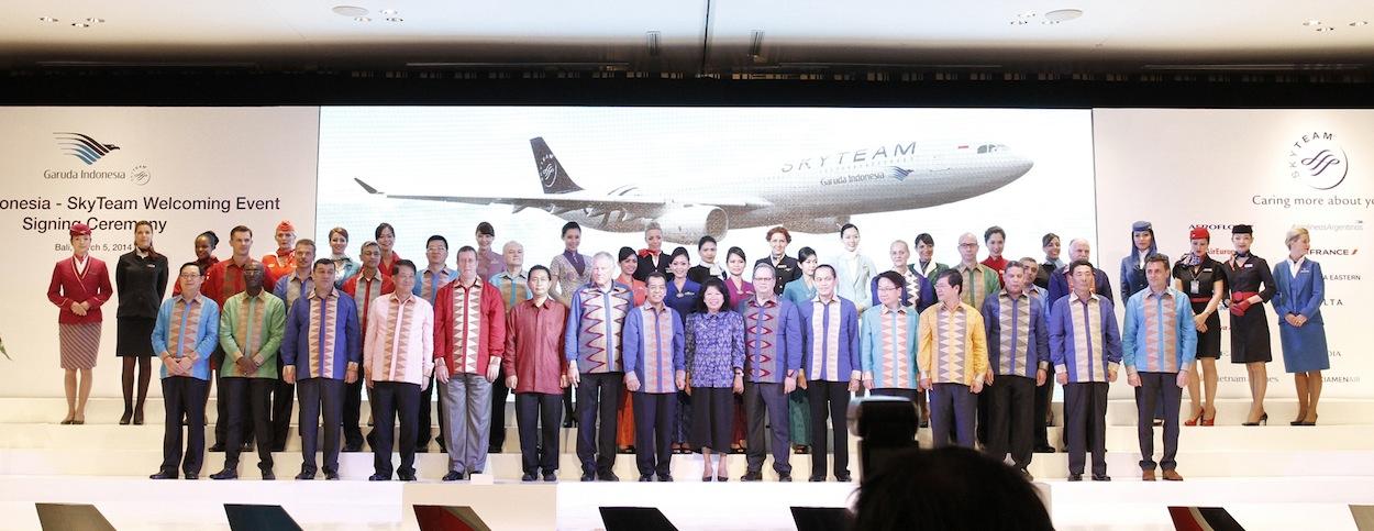 Para wakil dari anggota SkyTeam hadir di acara penandatanganan kerjasama yang digelar di Bali.