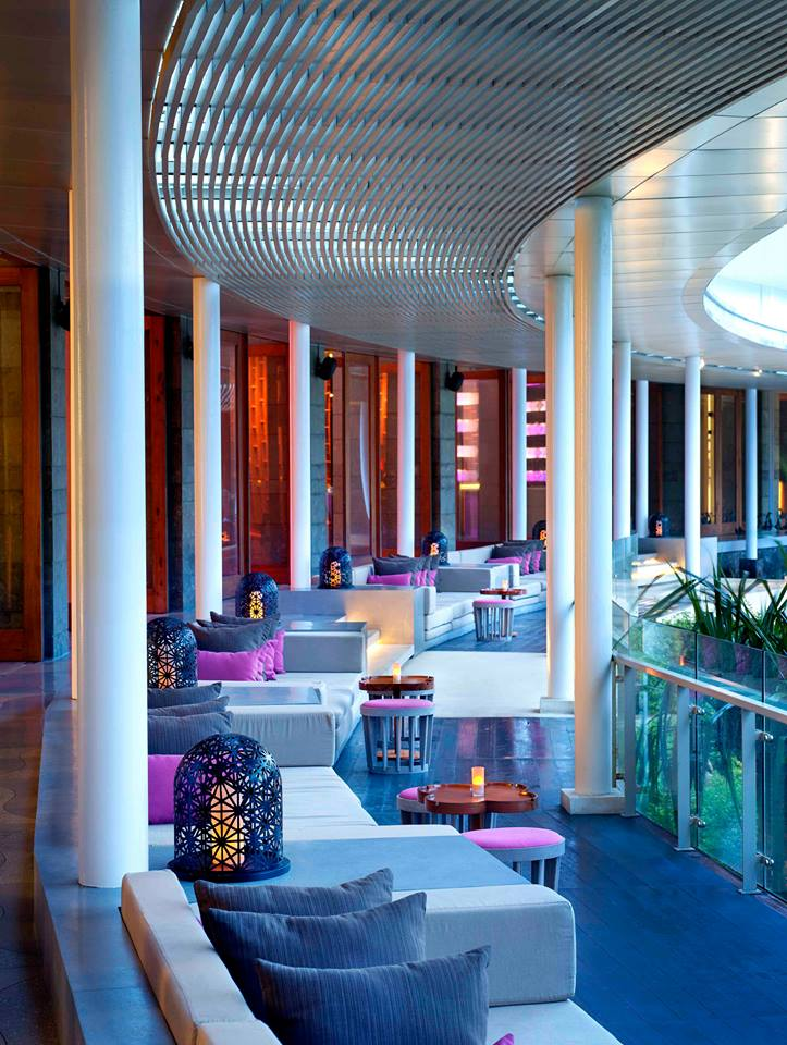 Desain elegan nan modern menyambut tamu di W Retreat & Spa Bali.