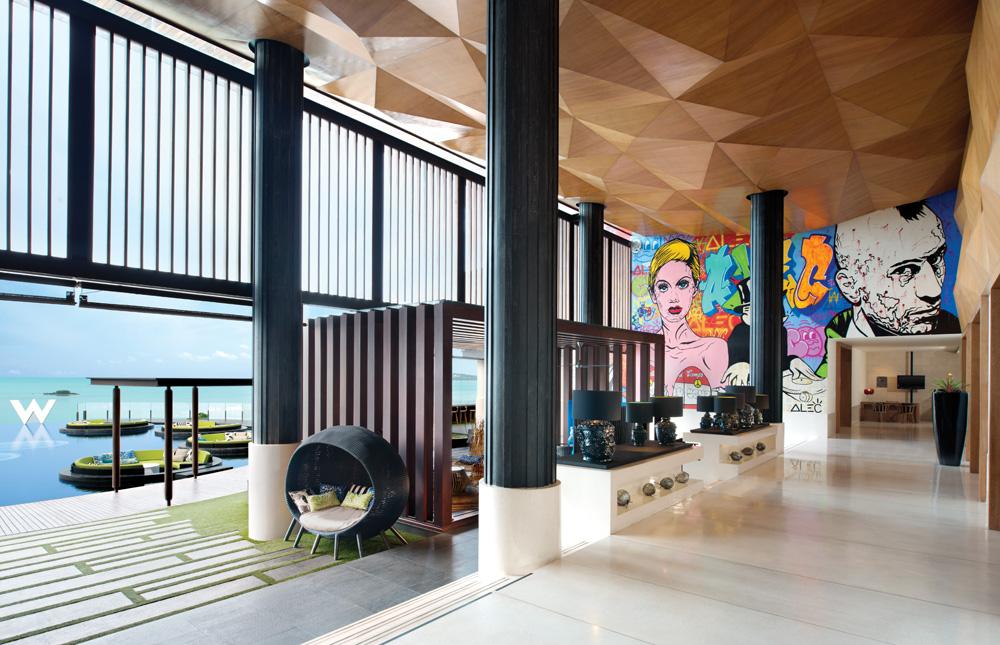 Lobi utama menyuguhkan mural karya Alec Monopoly dan panorama pesisir utara Samui.