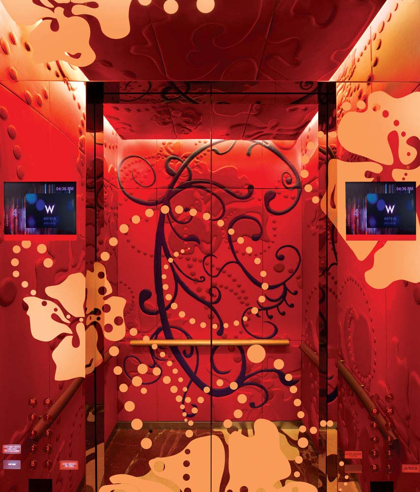 Tampilan lift yang sangat artistik.