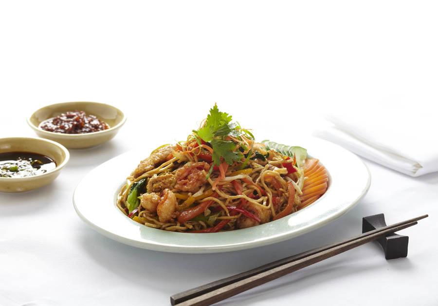 Hidangan mi goreng yang bisa ditemukan selama promo Asian Wok.